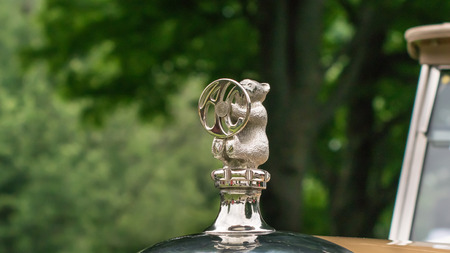 ac: GROSSE POINTE SHORES, MIUSA - JUNE 21, 2015: A 1927 AC Six same car driven by Matthew Crawley in the TV series Downton Abbey bear hood ornament at the EyesOn Design car show. Editorial