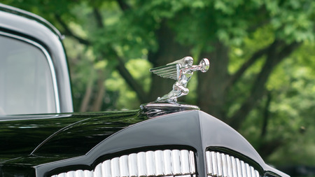 GROSSE POINTE SHORES, MIUSA - JUNE 21, 2015: A 1937 Packard Super 8 Goddess of Speed hood ornament at the EyesOn Design car show, held at the Edsel and Eleanor Ford House. Редакционное
