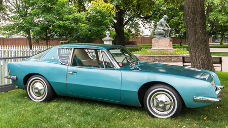 DEARBORN, MIUSA - JUNE 20, 2015: A 1962 Studebaker Avanti car at The Henry Ford THF Motor Muster, held at Greenfield Village. Фото со стока - 42181161