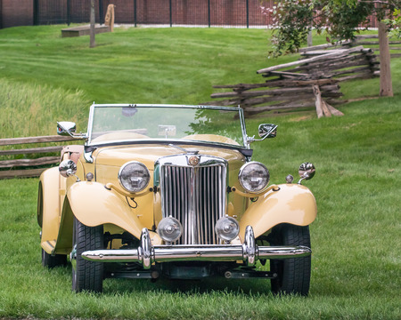 DEARBORN, MIUSA - JUNE 20, 2015: A 1952 MG TD car at The Henry Ford THF Motor Muster, held at Greenfield Village. Фото со стока - 42181163