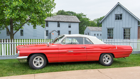 DEARBORN, MIUSA - JUNE 20, 2015: A 1962 Pontiac Catalina car at The Henry Ford THF Motor Muster, held at Greenfield Village. Фото со стока - 42181164
