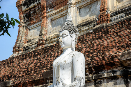 Buddha statues in Phra Nakhon Si Ayutthaya, at Wat Yai Chai Mongkol(Mongkhon) Thailand, one of the famous historical landmark in the center of Thailand. 版權商用圖片