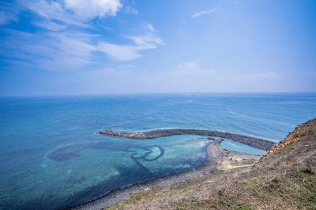 Chi-mei Island is located on the southest side of Penghu Islands in Taiwan.The most famous scenery of Chi-mei Island would be Double-heart Stone Trap. It was built to catch fish by early inhabitants.