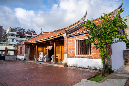 Kaohsiung, Taiwan-september 4,2018: Fongyi Academy is located at the east side of the Cheng-huang Temple on Fong-ming street, Fong-Shan District Archivio Fotografico - 115286280
