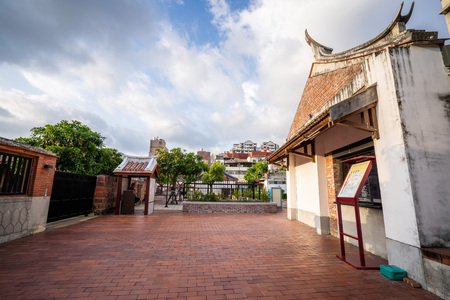 Kaohsiung, Taiwan-september 4,2018: Fongyi Academy is located at the east side of the Cheng-huang Temple on Fong-ming street, Fong-Shan District Archivio Fotografico - 115286284