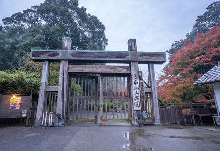 Mifuneyama rakuen, Saga Takeo onsen, Japan, November 12, 2018: Beautiful Japanese garden named Mifuneyama Rakuen in autumn night view with maple leaves. 新聞圖片