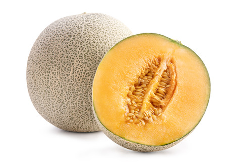 Beau melon cantaloup juteux en tranches savoureux, melon musqué, melon rock isolé sur fond blanc, gros plan, chemin de détourage, découpé.