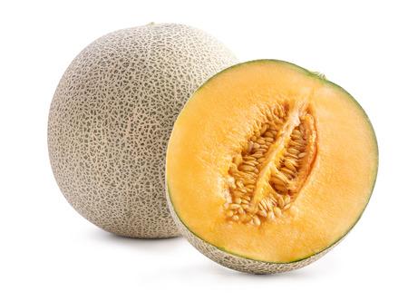 Schöne leckere geschnittene saftige Cantaloupe-Melone, Moschusmelone, Rock-Melone isoliert auf weißem Hintergrund, Nahaufnahme, Beschneidungspfad, ausgeschnitten.