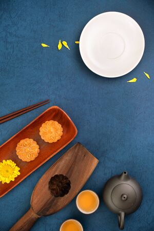 Flat lay of Mid-Autumn Festival concept design of mooncakes and tea set with copy space Stok Fotoğraf