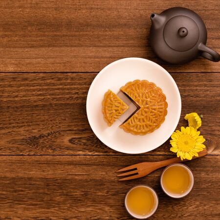 Mid-Autumn Festival mooncake and tea set on wooden table with copy space, top view, flat lay 写真素材 - 129440410