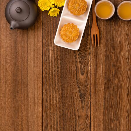 Mid-Autumn Festival mooncakes and tea set on wooden table with copy space, top view, flat lay 写真素材 - 129440429