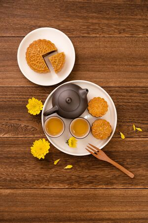 Mid-Autumn Festival mooncakes and tea set on wooden table with copy space, top view, flat lay 写真素材 - 129440421