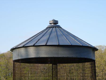Aluminum corn silo with top vent.