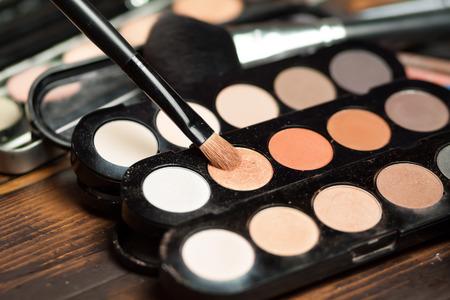 eyeshadow: Professional visagiste workspace. Eyeshadow nude palettes. Work process. Stock Photo