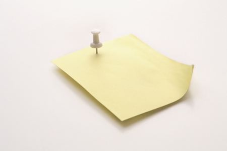fastening objects: A note fastened with a map pin