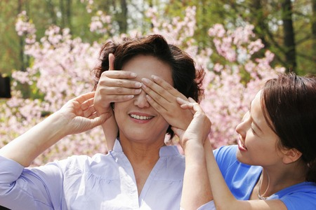 eyes closing: A lady closing her mothers eyes with her hands