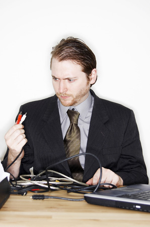 A man in business suit getting confused with the laptop connection Imagens