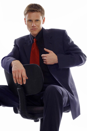 aspirant: Man in business suit sitting on a chair
