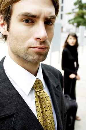 traje sastre: Hombre en traje de negocios mirando a la c�mara