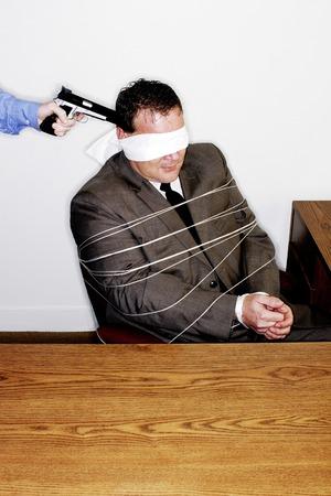 beroofd: Zakenman wordt beroofd Stockfoto
