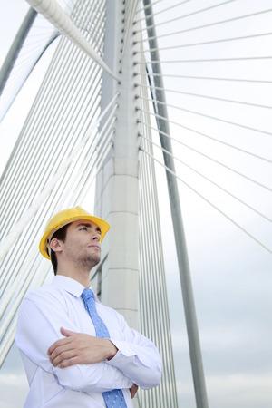safety helmet: Hombre de negocios con casco de seguridad mirando a otro lado Foto de archivo