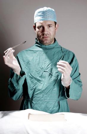operation gown: M�dico que realiza la cirug�a