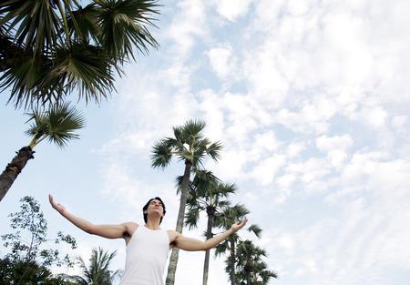 fresh air: Un ragazzo respirare l'aria fresca