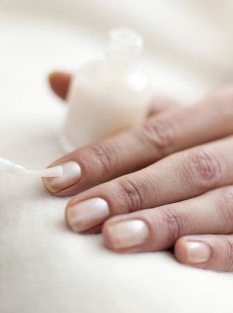 u�as pintadas: La aplicaci�n de esmalte de u�as