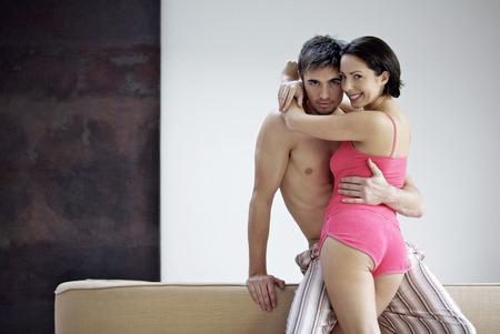 Ehefrauen: Paar posiert f�r die Kamera