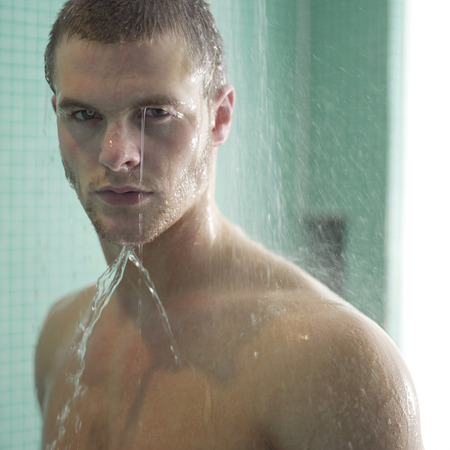 Man enjoying his shower time Banque d'images