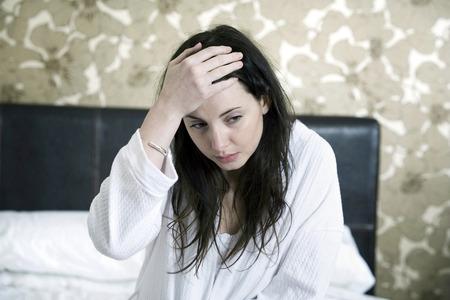Schorowany kobieta w jej sypialni