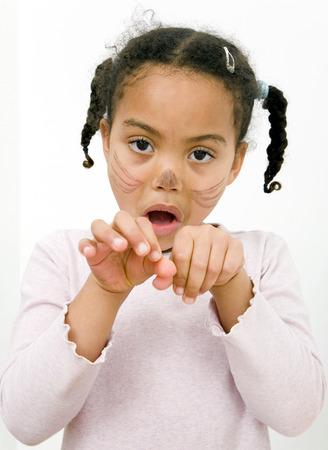 facial gestures: Chica con pintura de la cara