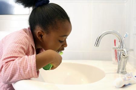 Dziewczyna szczotkowanie zębów