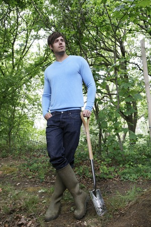 long handled: Man with long-handled spade and gardening boots, holding a long-handled spade