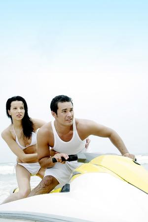 jet ski: Couple � cheval jet ski Banque d'images
