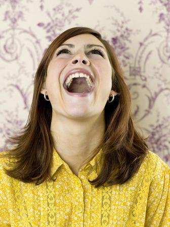 femme qui rit: Femme rire Banque d'images