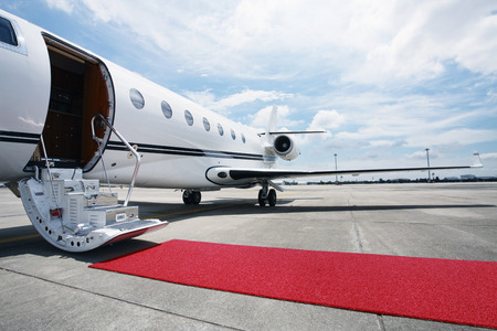 레드 카펫와 개인 비행기