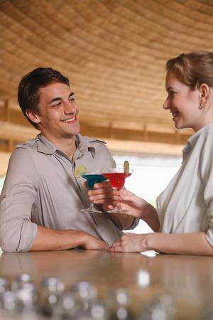 central european ethnicity: El hombre y la mujer bebiendo en el bar