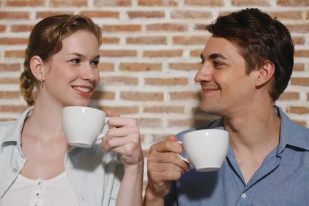 central european ethnicity: Hombre y mujer con sus tazas de caf�