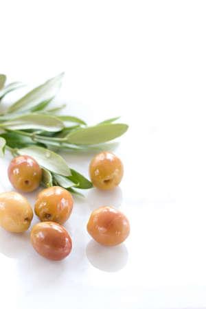 foglie ulivo: olive e foglie di ulivo