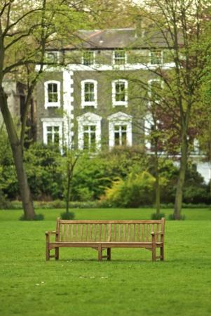 런던에있는 공원 벤치