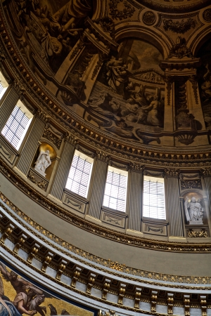 saint pauls cathedral: Church Interior, St Paul Editorial