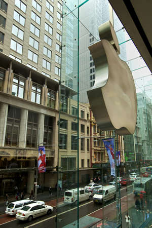 Apple Store, Front outlooking on the traffic in Sydney
