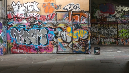 Graffiti design on a wall, Urban Backgrounds Stock Photo - 14485377