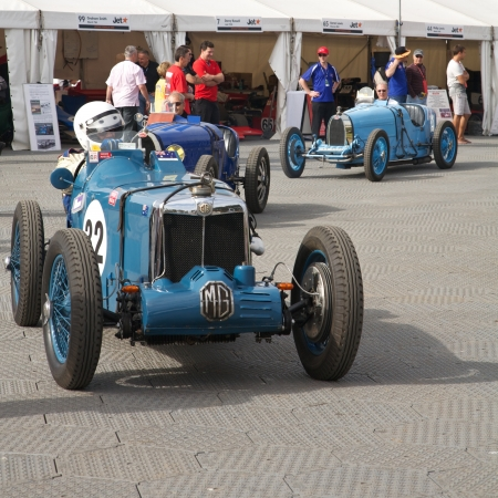 turns of the year: Melbourne Formula One, MG and other antique racers in 2010