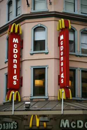 mcdonald: McDonald, fast food restaurant
