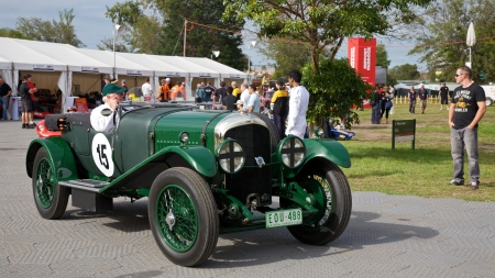 turns of the year: Melbourne Formula One Lancia and other racers, 2010 Editorial