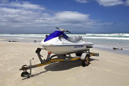 Jetski geparkeerd op het strand in Kaapstad, Zuid-Afrika Stockfoto