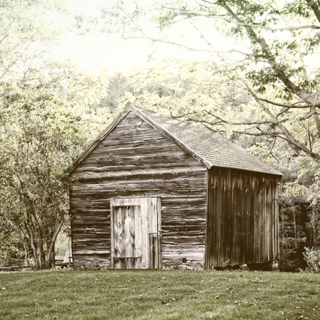 wooden hut: Wooden hut in the forest in Vermont, USA Stock Photo