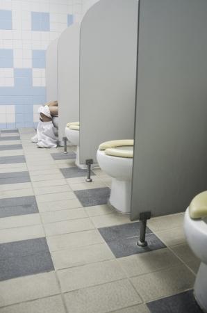 toilet sink: Ni�os asiento del inodoro en el ba�o.